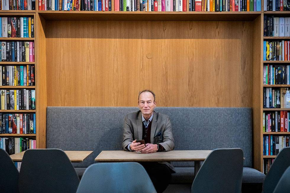 Bildet viser Thomas Hylland Eriksen. Han har skrevet bok om apper og smart-telefon.