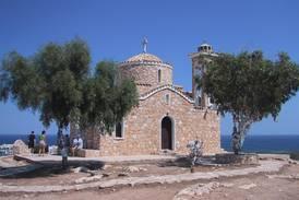 Kypros åpner for vaksinerte