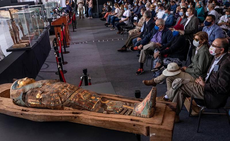 Bildet viser en av sarkofagene som ble vist under pressekonferanse.