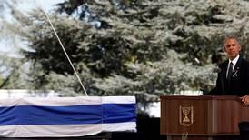 Talte i begravelsen til Peres