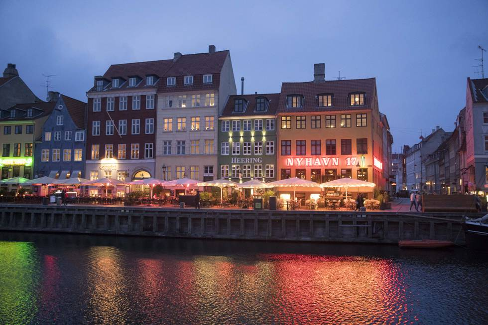 Etter halvannet år er det slutt på begrensningene for dansk uteliv, men til og med neste fredag må man vise koronapass for å få feste gjennom natten. Illustrasjonsfoto: Terje Pedersen / NTB
