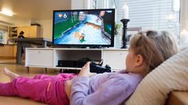 Gutter har spill-konsoll og jenter har smartklokke