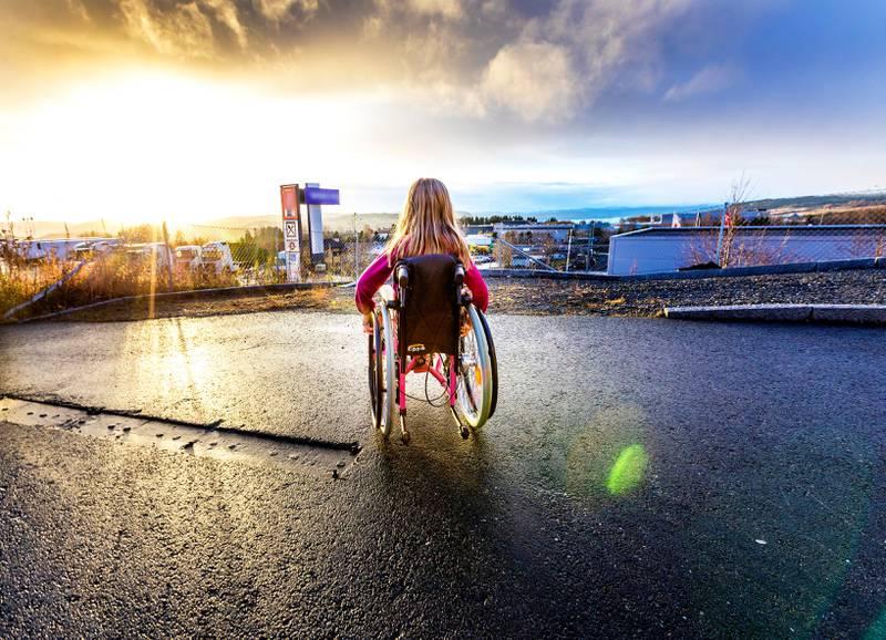 Trondheim  20171106.Barn i rullestol ute. Modellklarert.Foto: Gorm Kallestad / NTB scanpix