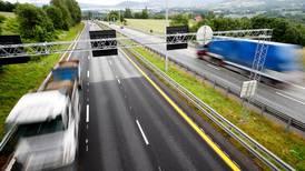 Advarer mot høy fartsgrense og smale veier