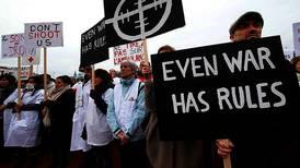 Krever ny gransking av sykehus-bombing