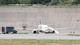 En brite er arrestert for trussel mot et fly