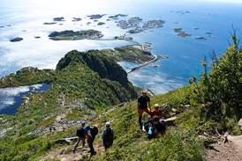 Sju av ti nordmenn vil bruke ferien i Norge