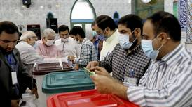 Valglokalene har åpnet i Iran