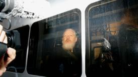 Politiet har pågrepet Julian Assange