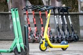 Leger vil ha låste elsparkesykler om natta