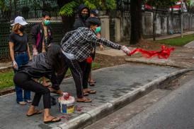 Rød protest i Myanmar