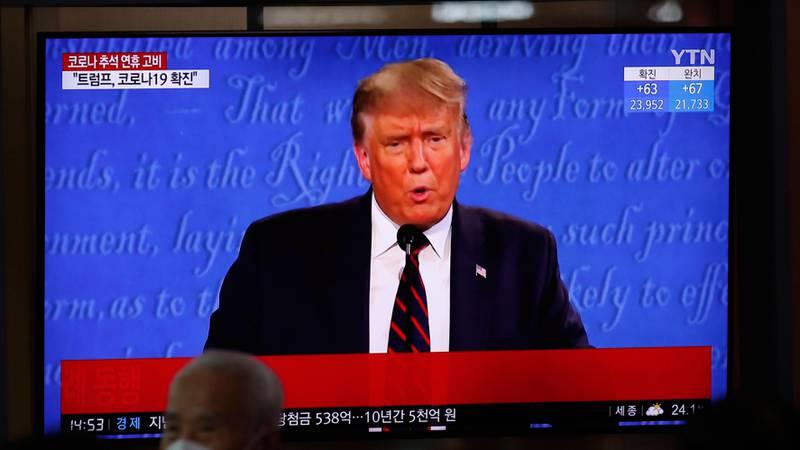Bildet viser Trump på en TV-skjerm i Sør-Korea.