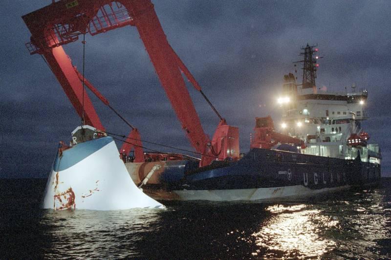Estonias baugport ble hevet få uker etter forliset, mens resten av vraket fremdeles ligger på rundt 80 meters dyp i Østersjøen. Foto: Jaakko Aiikainen / AP / NTB