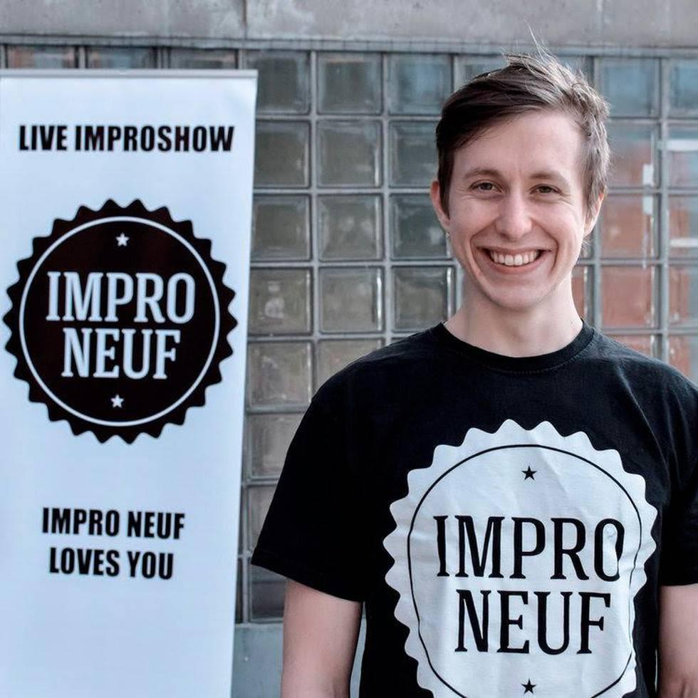 Bildet viser Olav Kåre Dønheim. Han gleder seg til lite planlagt moro. Han arrangerer Oslo Impro Festival.