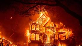 Titusener flykter fra branner i California