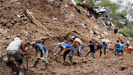 Minst 43 personer er døde etter jordskred