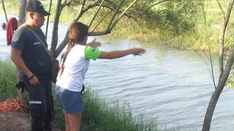 Bildet viser Tania Vanessa Ávalos, som mistet mann og datter i elva mellom USA og Mexico.