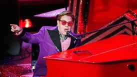 Elton John trosser sykdom og fortsetter turné