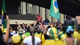Her demonstrerer presidenten mot korona-regler