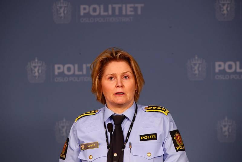 Bildet viser politi-inspektør Grete Lien Metlid. Hun fortalte at politiet har pågrepet en mann som var etterlyst. Han er siktet for drapet i Prinsdal.