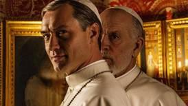 Law og Malkovich sammen i pave-serie