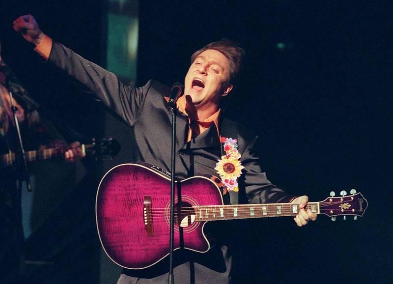 Bildet viser Tor Endresen på scenen i 1997.