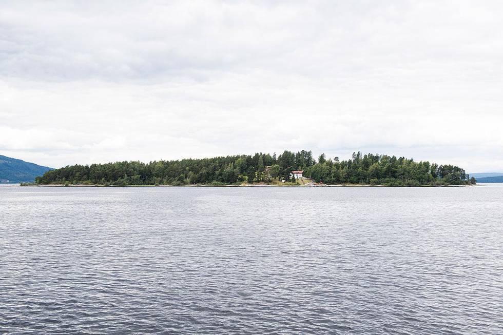 Bildet viser Utøya fra landsiden. Mange som overlevde terroren på Utøya og i Oslo, sliter fremdeles. Det sier støttegruppen for 22. juli.