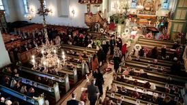Full kirke for Ari Behns bisettelse