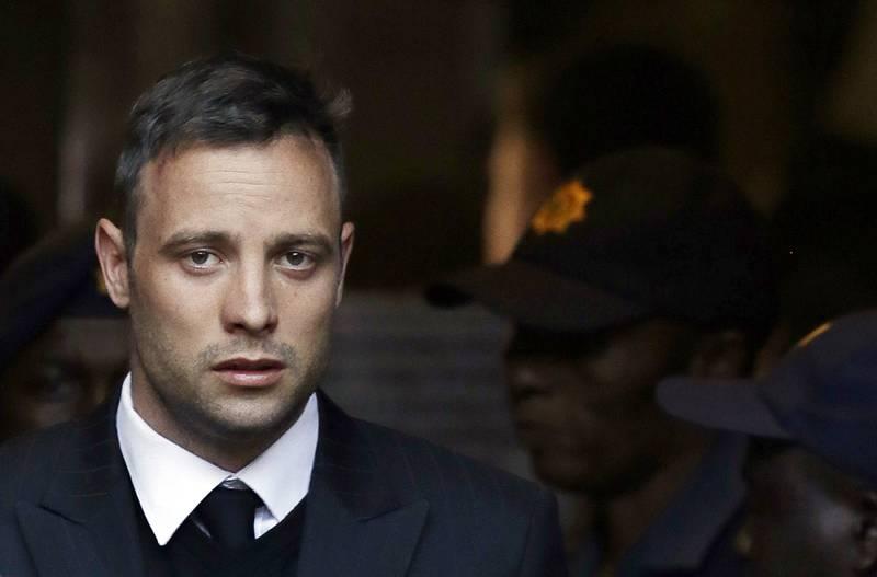 Bildet viser drapsdømte Oscar Pistorius. Dommen mot ham økes til 13 år og 5 måneders fengsel. Han er dømt for å ha drept kjæresten Reeva Steenkamp.