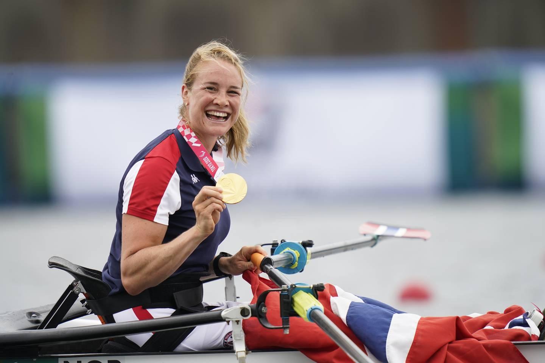 Birgit Skarstein strålte etter å ha fått tildelt gullmedaljen. Foto: Torstein Bøe / NTB