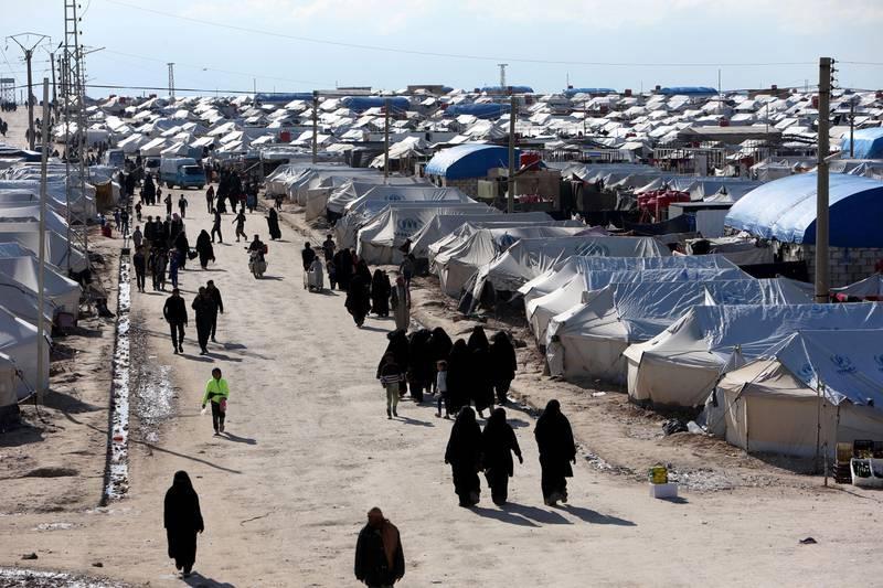 Bildet viser folk og telt i flyktningleiren al-Hol i Syria.
