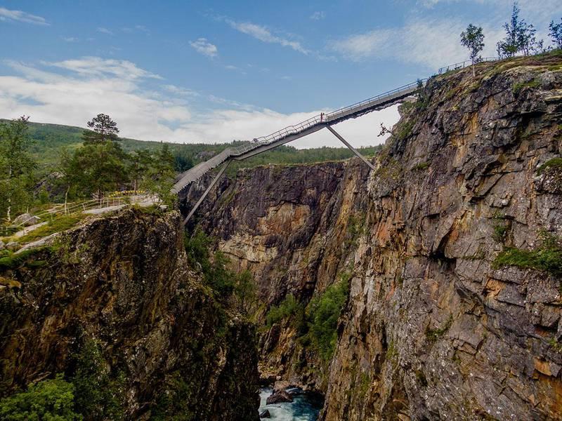 Bildet viser den nye gangbroen over Vøringsfossen.