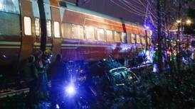 Bil sto fast da toget kom - mann døde