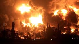 Stor brann i oljeanlegg i Indonesia