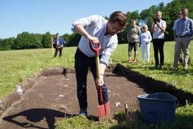 Graver fram vikingskip for første gang på over 100 år