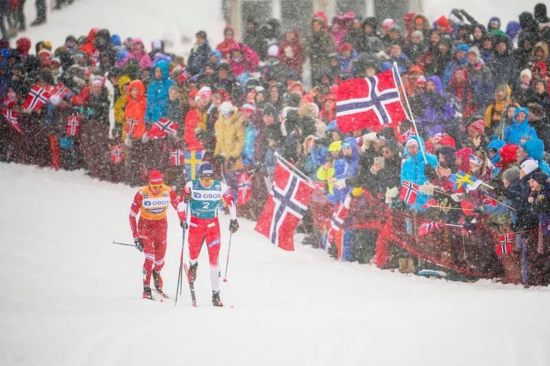 Trondheim 20200223. Aleksandr Bolsjunov fra Russland og Pål Golberg under herrens avslutningsrenn i Ski Tour i Trondheim søndag.Foto: Ole Martin Wold / NTB scanpix