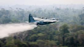 Kjemper mot flammene i Amazonas