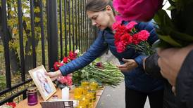 Minnes de døde etter skyting på skole