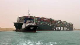 Stort skip har kjørt seg fast i Suez-kanalen