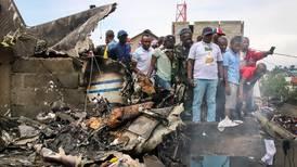 Fly styrtet i hus - 29 døde