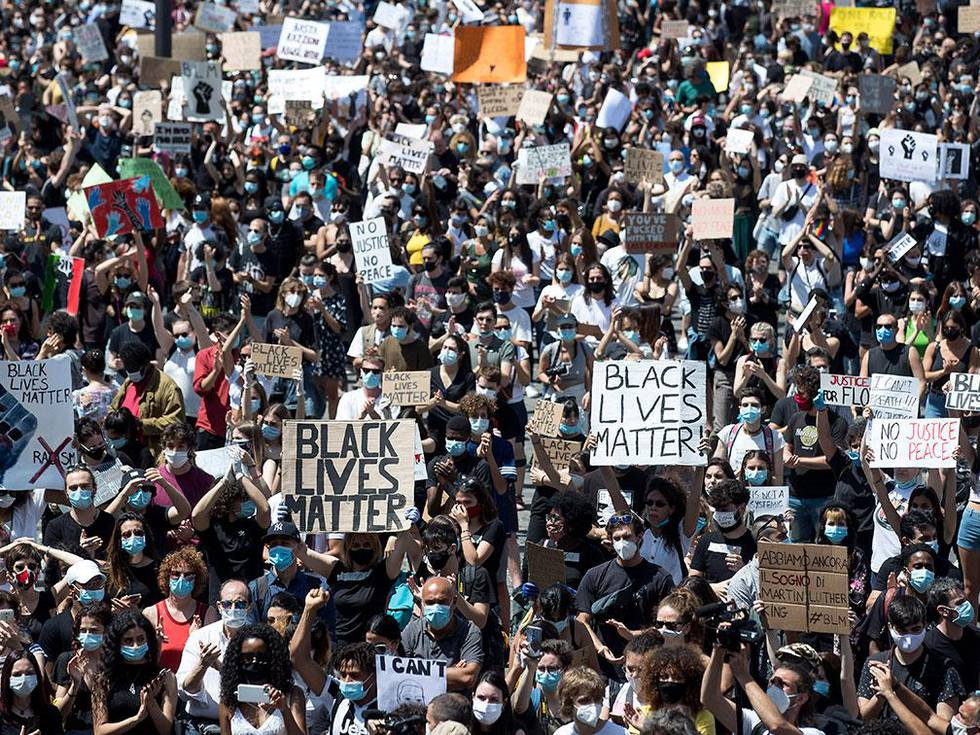 Verden protesterte mot rasisme