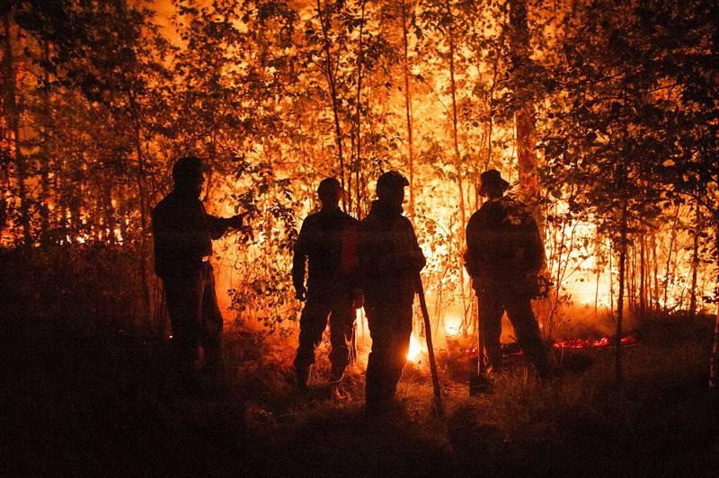 4.200 brannmannskaper jobber med å slukke de store skogbrannene i Sakha-regionen i Sibir, et område på størrelse med India. Foto: AP / NTB