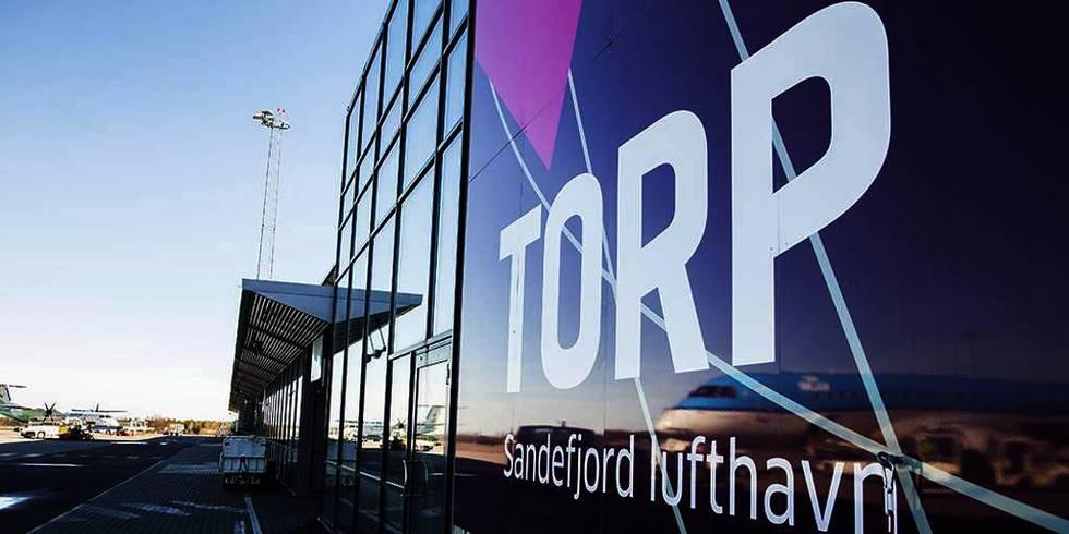 Bildet viser inngangen til Torp flyplass.