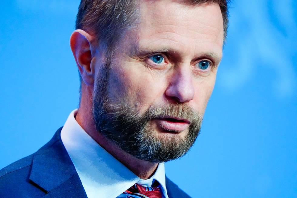 Bildet er av Bent Høie. Han har kort hår og skjegg med bart.