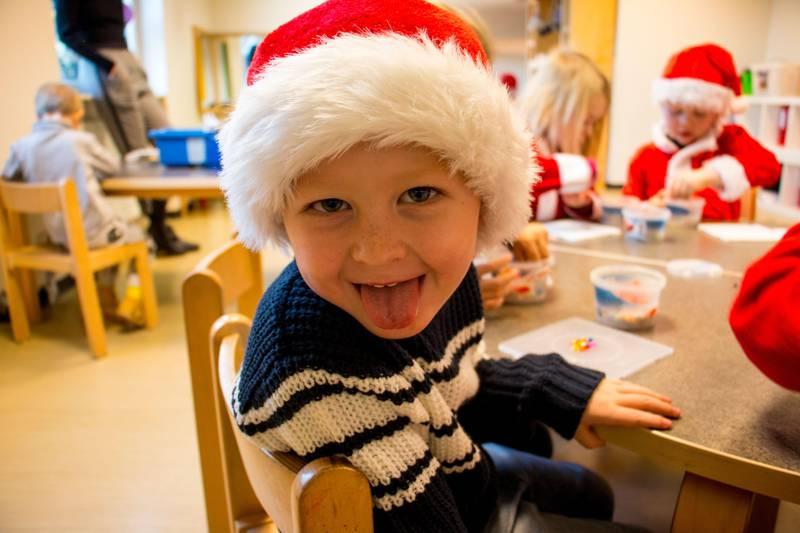 Bildet viser fem år gamle Liam med nisselue på.