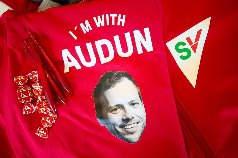 Bildet viser reklame til valget fra Sosialistisk Venstreparti