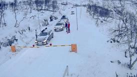 Uvær stenger veier over fjellet i Sør-Norge