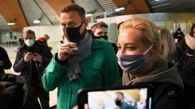Protesterer mot at Navalnyj er tatt