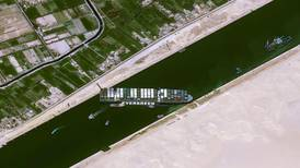 Suezkanalen kan bli stengt i flere uker