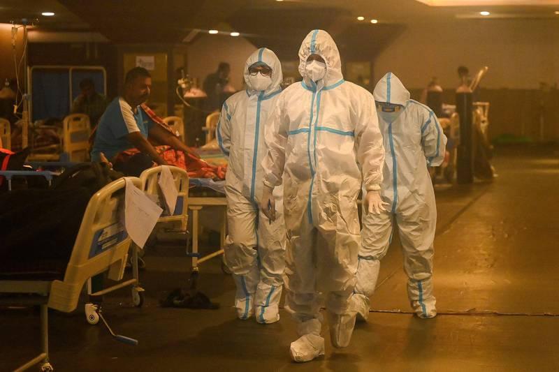 Bildet viser helsearbeidere på sykehus i Inda.